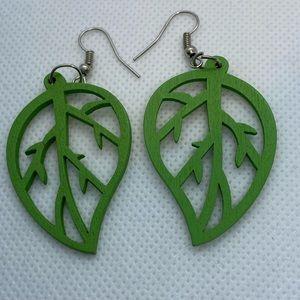 Green cut out leaves dangle earrings